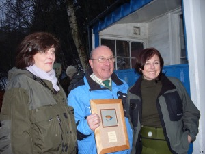 Sarah and Anne with the owner of Newtyle Beat Tay